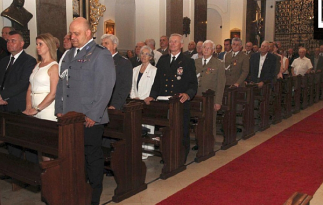 Uczestnicy mszy świętej w Katedrze Polowej Wojska Polskiego