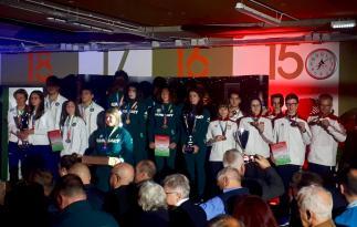 Dekoracja zwycięskich drużyn